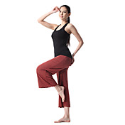 sport donna indossare tuta yoga (top nero + pantaloni rossi)