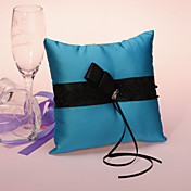 Almohada del anillo azul de la boda con el marco Ribbon