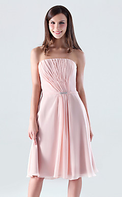 Sheath/Column Strapless Knee-length Chiffon Bridesmaid/Cocktail Dress