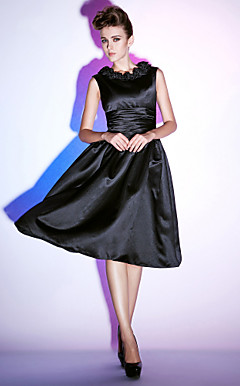 A-line Scoop Knee-length Satin Cocktail Dress