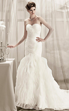Trumpet/ Mermaid Sweetheart Court Train Organza Wedding Dress
