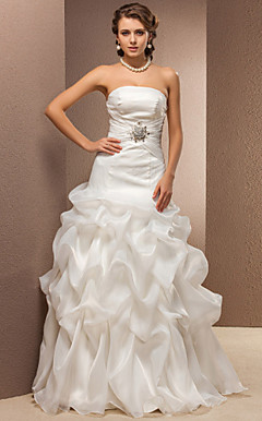 Trumpet/Mermaid Strapless Organza Floor-length  Wedding Dress