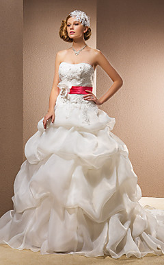 Ball Gown Sweetheart Chapel Train Wedding Dress With Removable Straps
